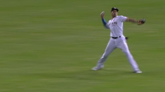 Stanton's errant throw gives Giants the lead