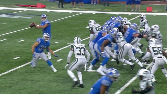 Stafford hooks up with Jones Jr. for TD
