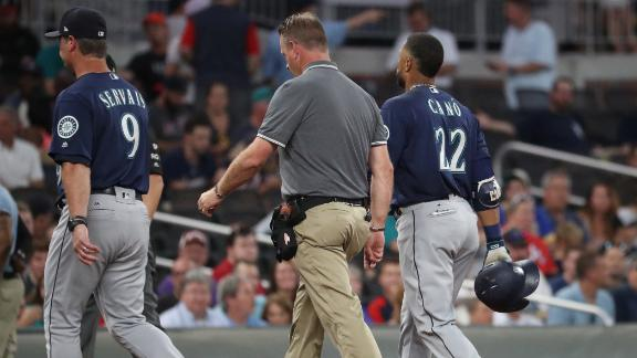 Cano leaves in third with hamstring tightness