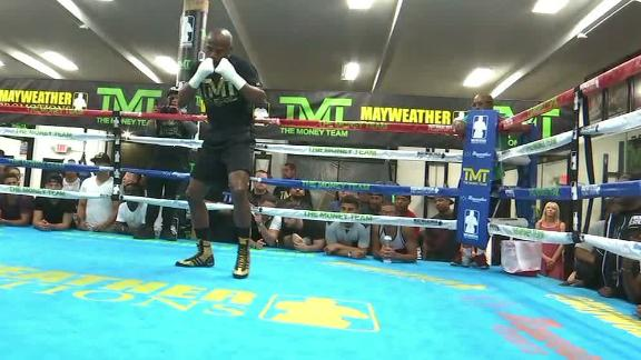 Mayweather holds final workout before McGregor megafight