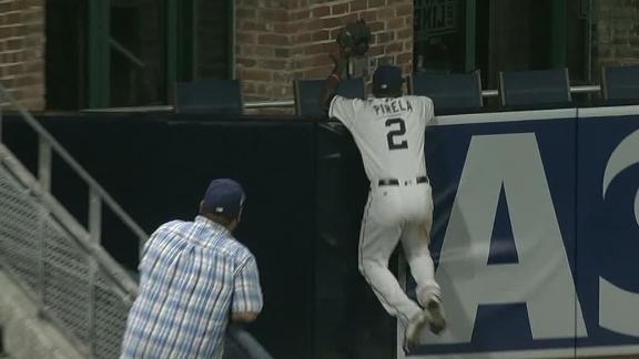 Pirela takes a homer away from Sandoval