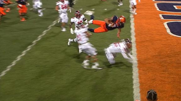 Illinois QB gets air into the end zone