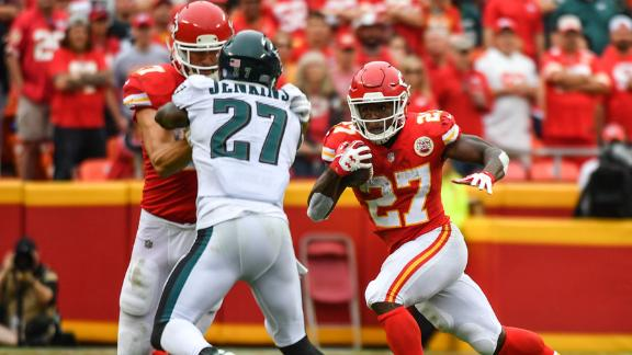 Hunt's two TDs help Chiefs drop Eagles