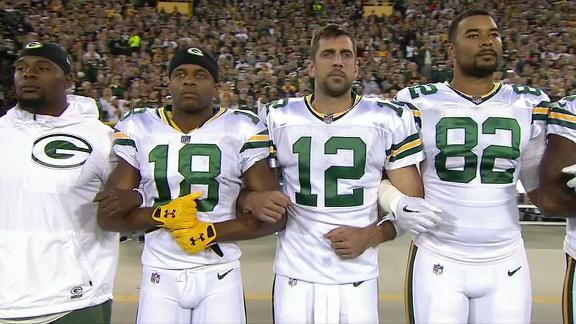 Packers, Bears, fans link arms during anthem
