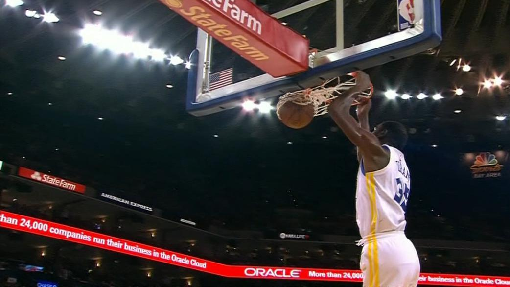 Durant weaves past Johnson for fast-break dunk