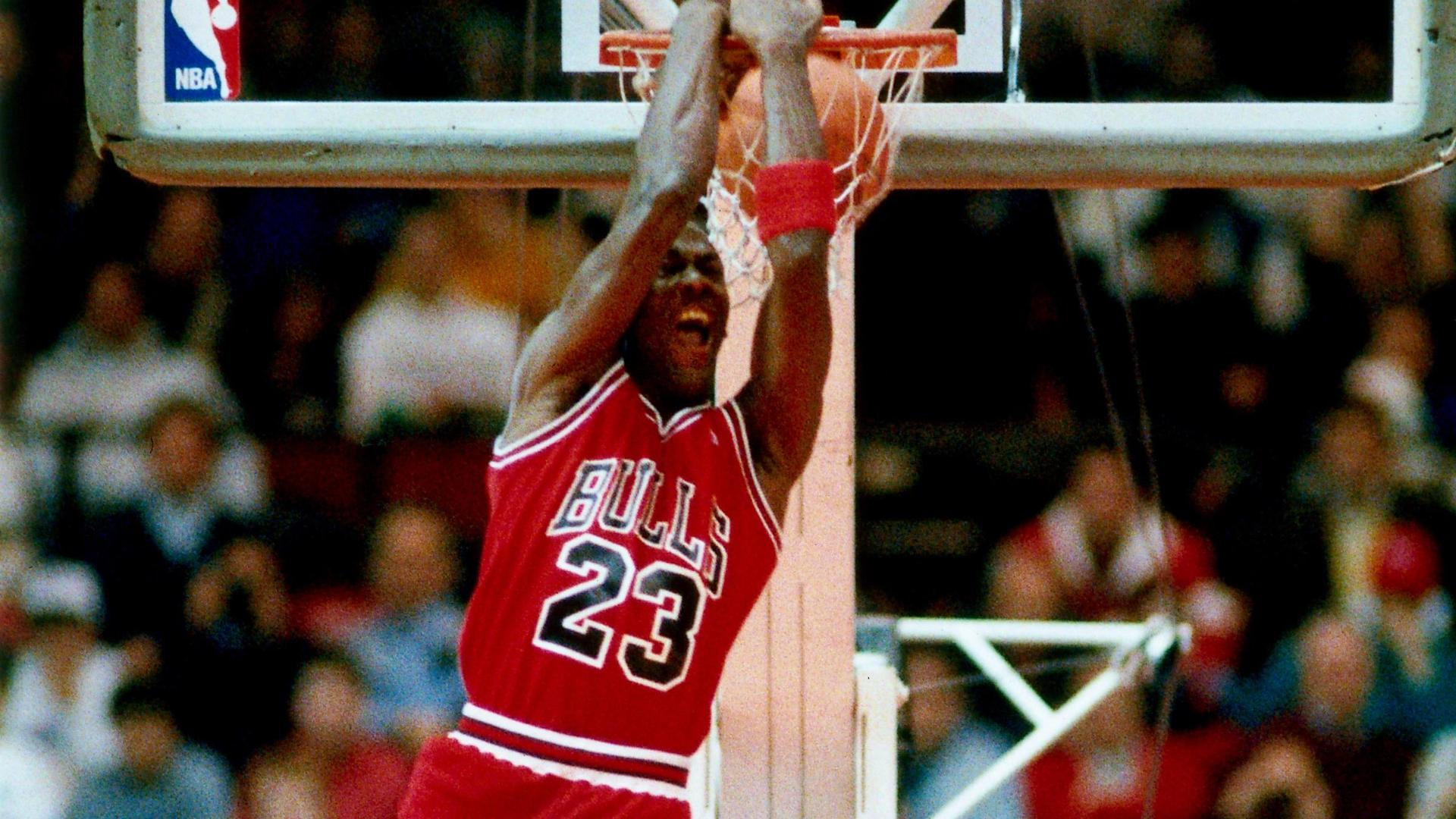 Relive the 1988 dunk contest