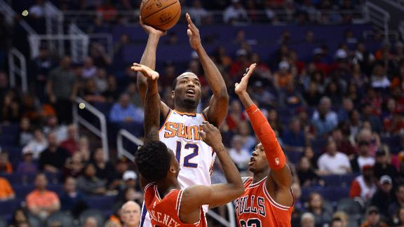 Warren fuels Suns' win against Bulls