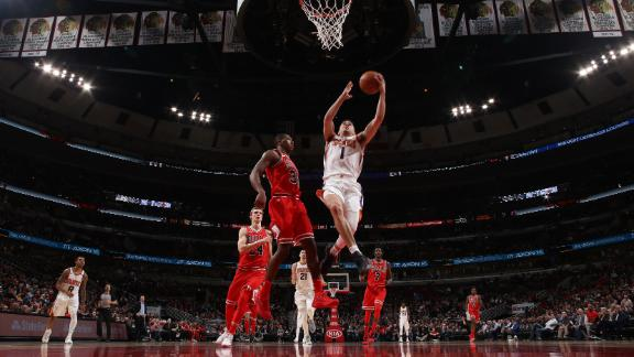 Suns hold off Bulls in Chicago