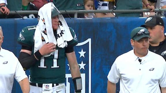 Wentz leaves game with apparent knee injury