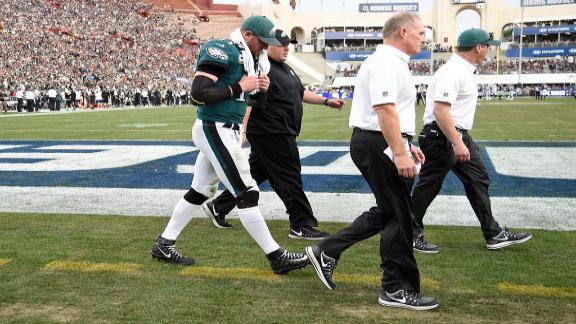 Schefter says Eagles fear Wentz tore left ACL