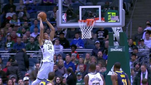 Giannis goes back door for dunk