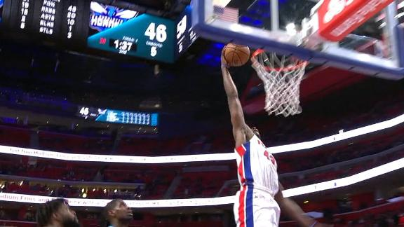 Tolliver throws down transition slam