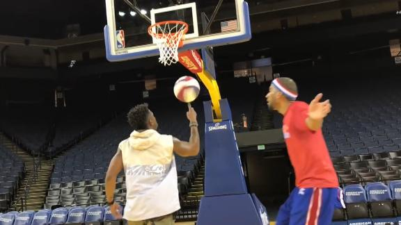 Raiders punter joins Globetrotters for fancy game of HORSE