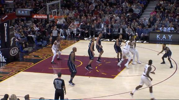 LeBron shows off with mind-blowing assist