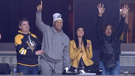 Shazier stands up while being cheered at Penguins' game