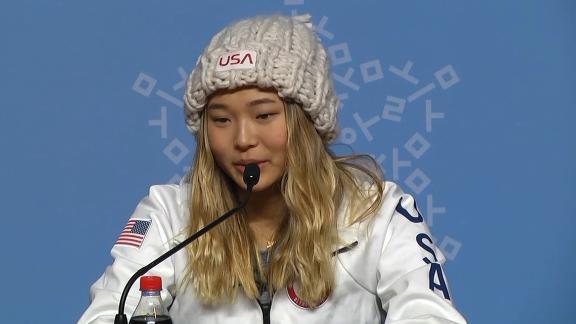 Snowboarder Chloe Kim gives Order of Ikkos medal to teammate Kelly Clark ec05157bc8e