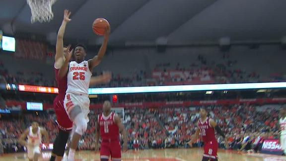 Syracuse's Battle pushes his way through for lay-in.