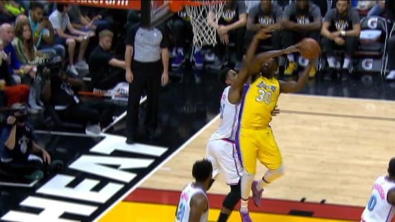 Randle muscles for an and-1 over Whiteside.