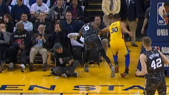 Stephen Curry injures right ankle, ruled out for 2-game road trip