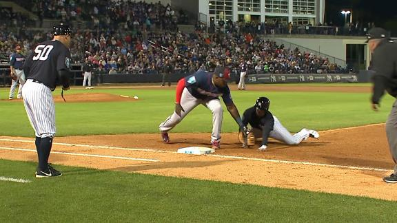 Twins catcher pulls off no-look pickoff throw
