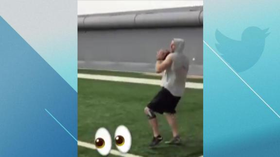 http://a.espncdn.com/media/motion/2018/0319/dm_180319_NFL_carson_wentz_working_out/dm_180319_NFL_carson_wentz_working_out.jpg