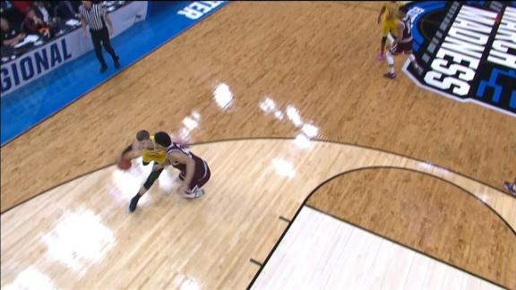 Michigan's Wagner goes behind-the-back for bucket
