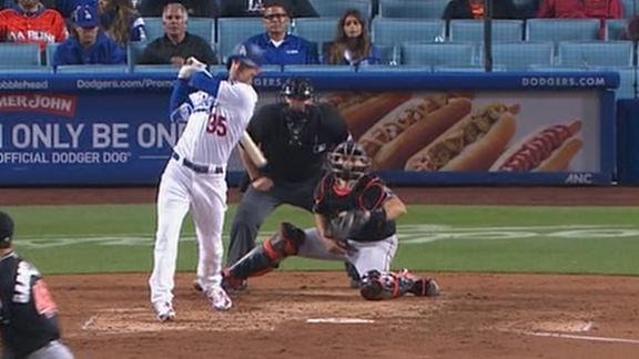 Bellinger's sac fly wins it for Dodgers