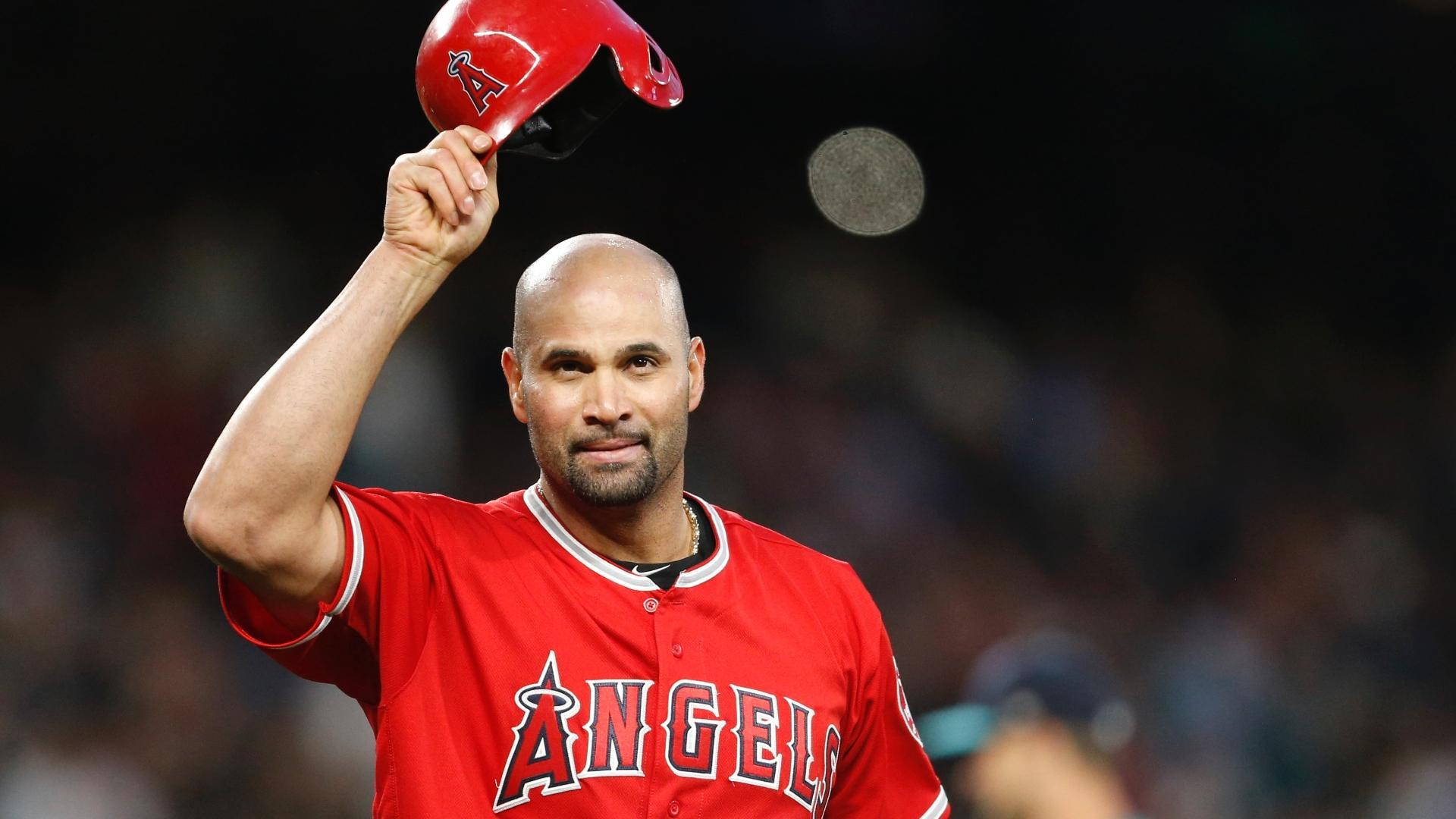 Pujols goes on DL with left knee inflammation