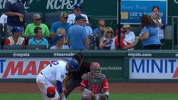http://a.espncdn.com/media/motion/2018/0625/dm_180625_MLB_Angels_Fan_Proposes_To_Royals_Fan_Behind_home_plate/dm_180625_MLB_Angels_Fan_Proposes_To_Royals_Fan_Behind_home_plate.jpg