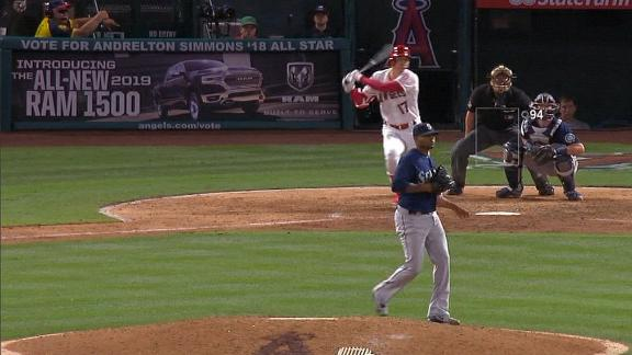 Ohtani knocks in a run with single