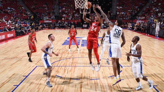 Carter shows off versatility in Bulls' win