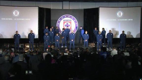 Cruz Azul presenta cuerpo técnico de 18