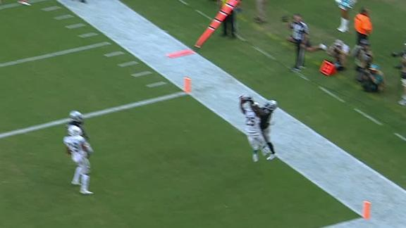 Dolphins' Howard picks off Carr late in 4th quarter