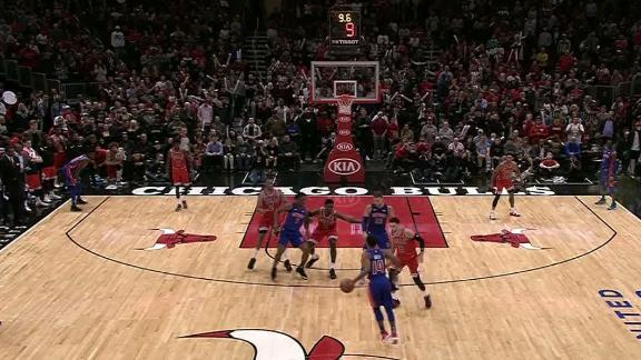 Smith weaves his way through the paint for go-ahead bucket