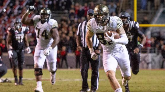 Late TD catch sends Wake Forest to stun NC State