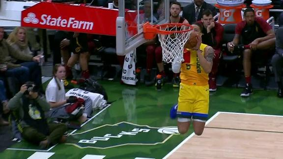 Wilson dunks after bricking 3-pointer