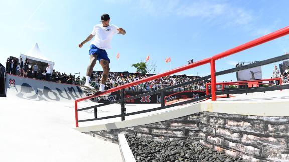 Nyjah Huston wins Skateboard Street gold