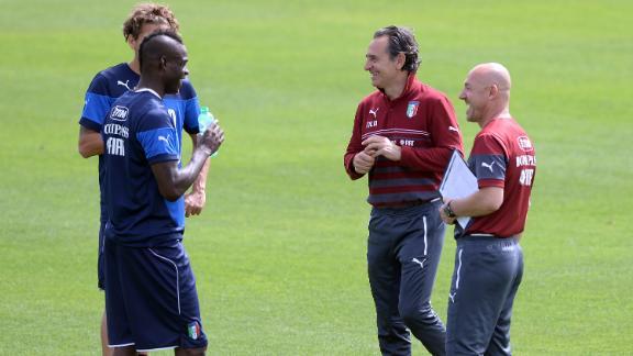 Prandelli backs Balotelli