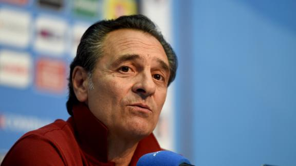 Prandelli's Italy train in Rio heat