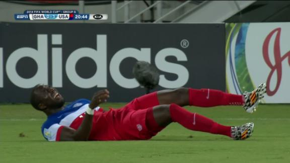 Jozy Altidore stretchered off (United States) at 23'