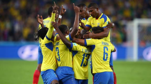 Valencia brace lifts Ecuador past Honduras