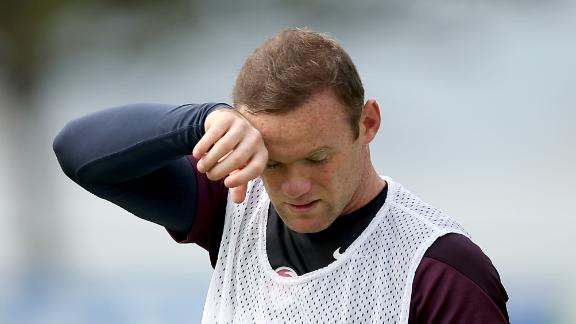 Van Persie: Rooney not to blame