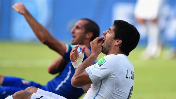 WATCH: Suarez apparent bite on Chiellini