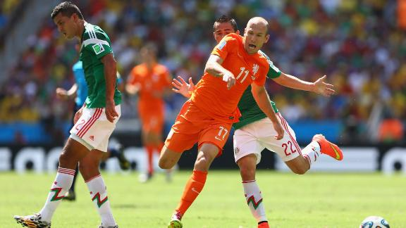 Robben issues apology for diving