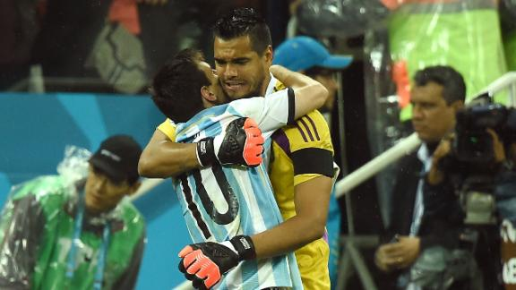 Heroic Romero saves Argentina in penalties