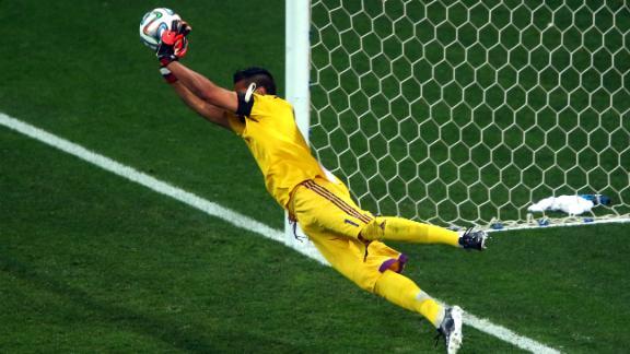 Romero denies Netherlands in penalties