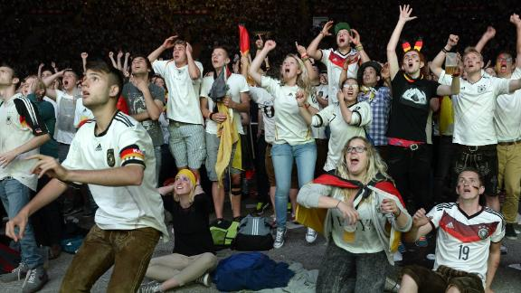 Munich celebrates into the night