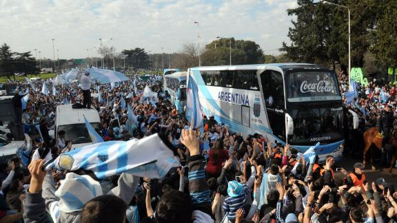 Argentina receive enormous welcome