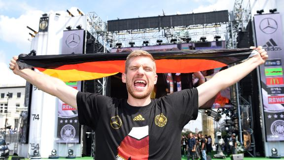 WATCH: Mertesacker's boy band dance