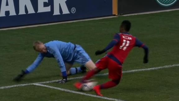 http://a.espncdn.com/media/motion/ESPNi/2015/0424/int_150424_INET_CRAZY_MLS_GOAL_CHICAGO/int_150424_INET_CRAZY_MLS_GOAL_CHICAGO.jpg